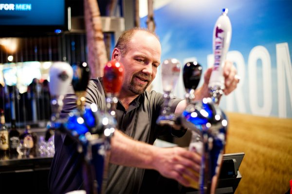 Hockey legend Wendel Clark served 68 beers at last night's Maple Leafs game during first of three Dove Men+Care® Real Man Challenges (Zach Slootsky for Dove Men+Care) (CNW Group/Dove)